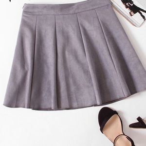 Dresses & Skirts - 🆕Lavender pleated suede skirt